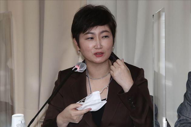 이언주 전 국민의힘 의원이 2020년 12월 3일 오후 서울 마포구 마포현대빌딩에서 열린 '더 좋은 세상으로(마포포럼)' 정례 세미나에서 마스크를 벗고