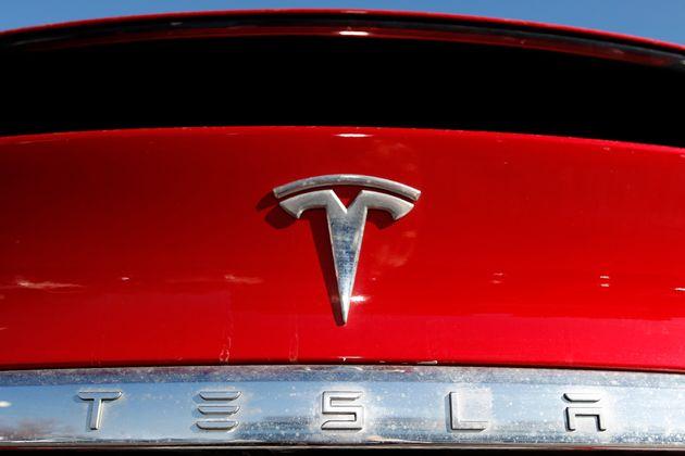 Την απόσυρση δύο μοντέλων οχημάτων της Tesla ζητά αρμόδια υπηρεσία στις