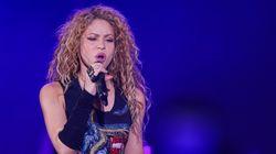 Shakira vende todas sus canciones a un fondo de