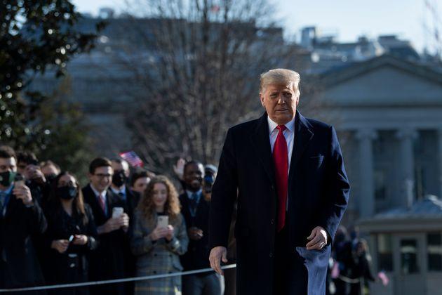 Donald Trump, le 12 janvier 2021, à Washington est acclamé par ses sympathisants avant son départ au