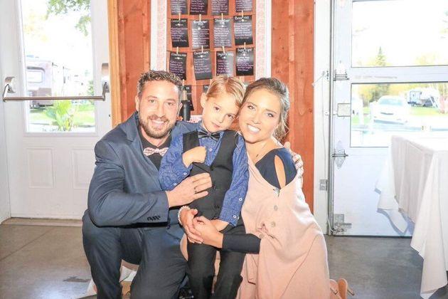 Karine Dion (droite), son époux David Daigle et leur fils
