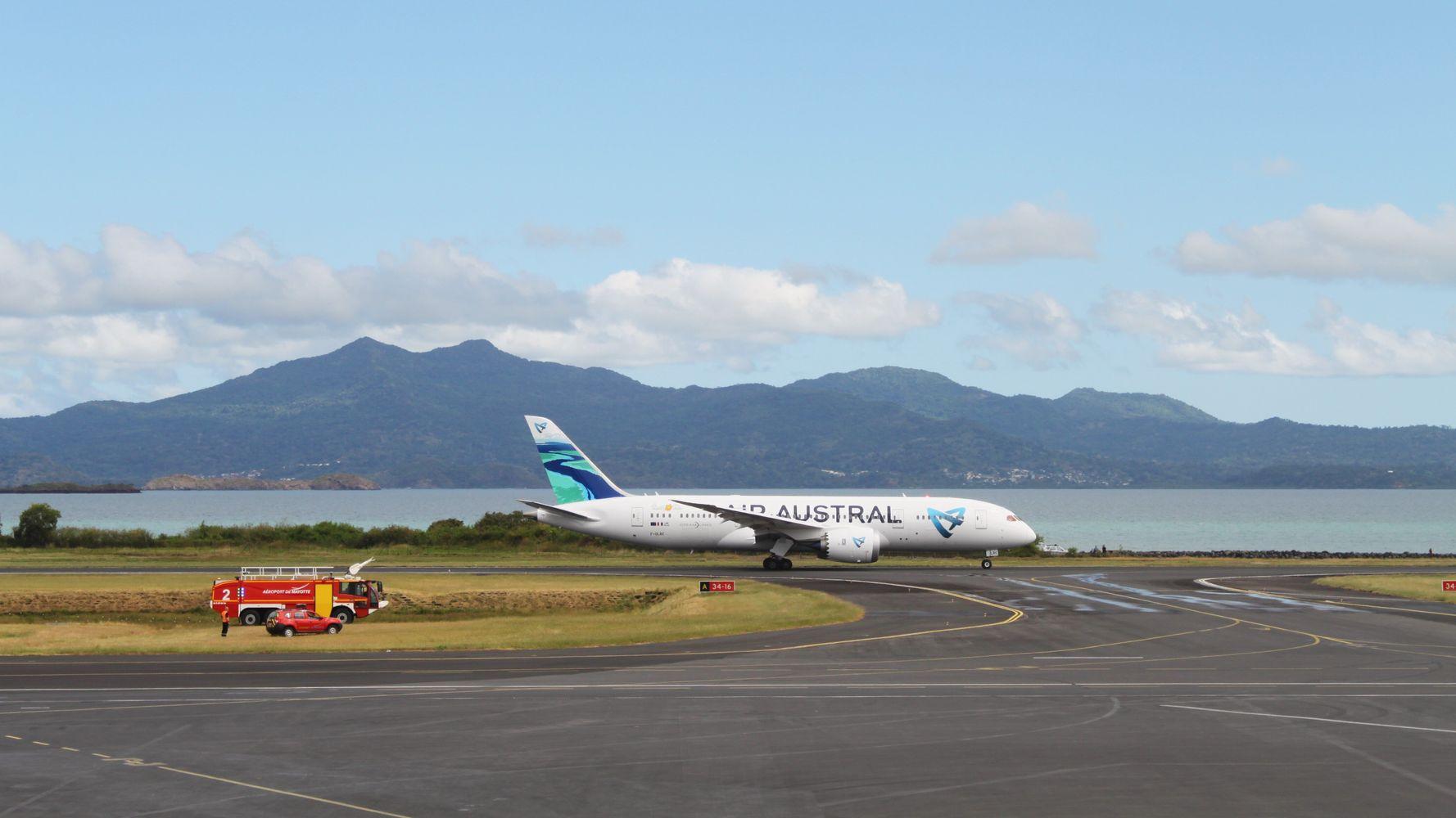 Annonces Castex: face aux variants, des restrictions d'urgence en Guyane, à Mayotte et à la Réunion