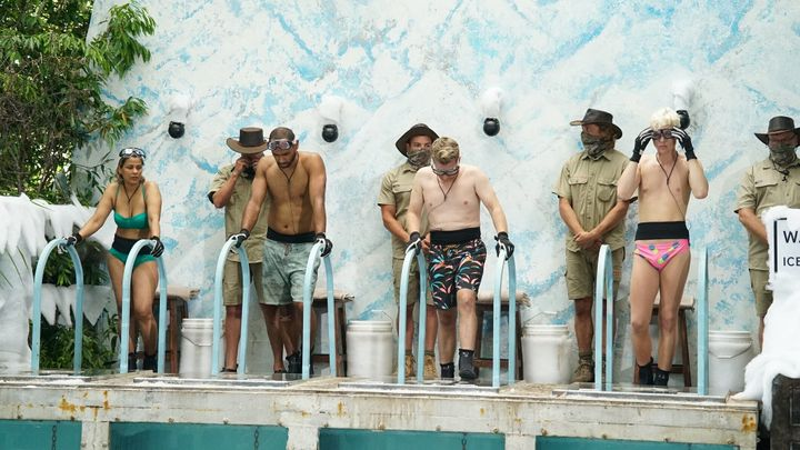 Pettifleur Berenger, Travis Varcoe, Grant Denyer and Jack Vidgen were required to plunge into freezing cold water tanks and continuously swim to the base to pump a lever.