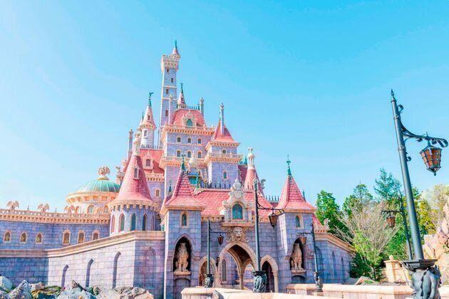東京ディズニーランドにオープンした新エリア内にある美女と野獣の城
