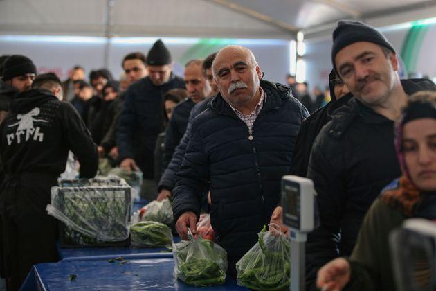 Σε τραγική κατάσταση οι Τούρκοι, «στοκάρουν» ρύζι και μακαρόνια λόγω