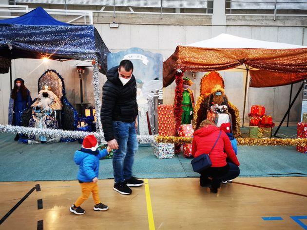 Los niños visitan a los Reyes Magos, el pasado 5 de enero, en El Barraco