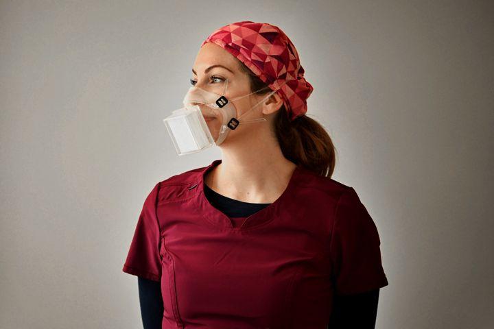Dorma Filtration affirmait en octobre qu'elle pourrait fabriquer jusqu'à un million de masques N99 par mois.