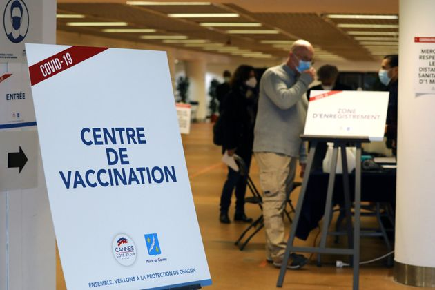 Un centre de vaccination contre le Covid-19 au Palais des Festivals de la ville de Cannes, le 9 janvier...