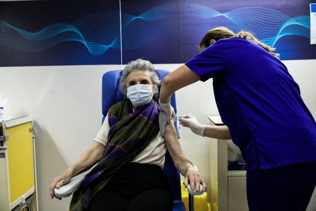 Ξεκίνησε ο εμβολιασμός των ατόμων άνω των 85 ετών στην