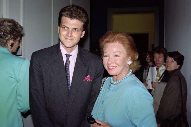 Nadine de Rothschild et son fils Benjamin le 4 juin 1991 au Musée du Louvre à