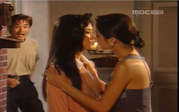 김은희(김지수)는 모두를 살리려고 자신을 원하는 엠을 찾아간다. 엠과 은희가 키스하는 듯한 동성애 코드는 당시로선 파격적이었다. 그런 은희를 말리려는
