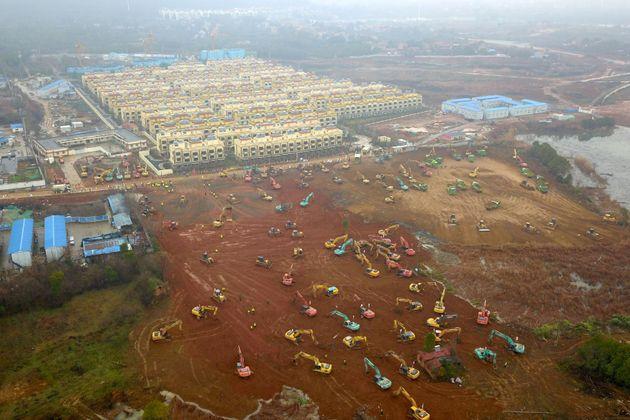 Η Κίνα έχτισε νοσοκομείο σε 5 ημέρες λόγω της νέας αύξησης των κρουσμάτων
