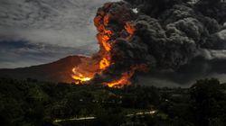 Ινδονησία: Εκρηξη ηφαιστείου μια ημέρα μετά τον φονικό σεισμό των 6,2