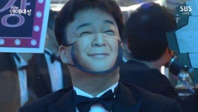 2020 SBS 연예대상에서 특수제작 마스크를 쓰고 있는