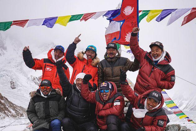 Ορειβάτες από το Νεπάλ γίνονται οι πρώτοι που κατακτούν την κορυφή K2 μέσα στον