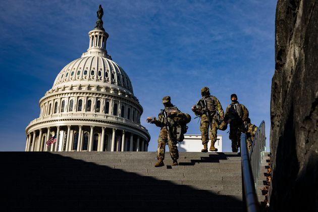 Los militares protegen el Capitolio de EEUU de cara a la toma de posesión de Joe Biden, que se...