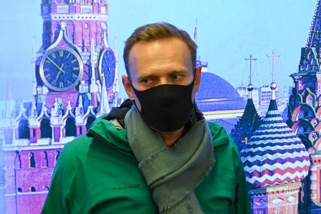 Navalny torna in Russia. Fermato allaeroporto di Mosca: Non ho paura