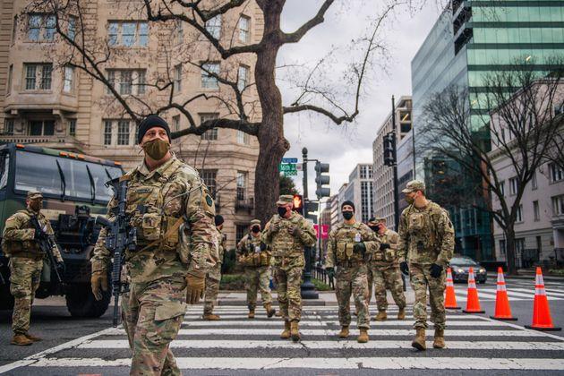 ワシントンD.C.の通りを歩く州兵(2021年1月17日)