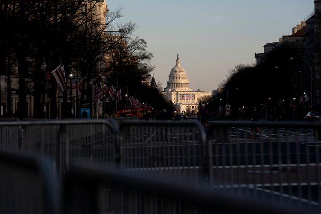 広場の周りに作られたバリケード(2021年1月14日)