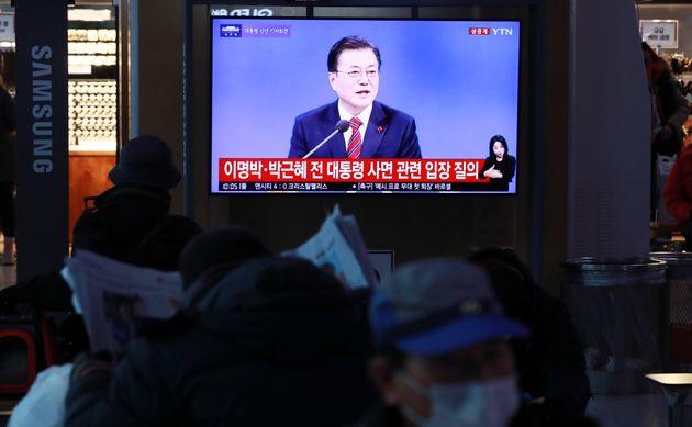 18일, 문재인 대통령은 청와대 춘추관에서 신년 기자회견을 열고
