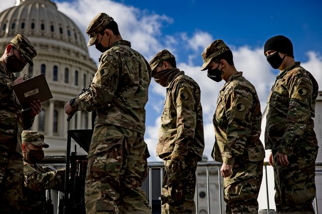 Environ 25.000 membres de la Garde nationale sont contrôlés par le FBI jusqu'à ce...