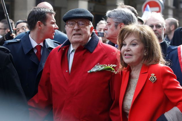 Le cofondateur du Front national Jean-Marie Le Pen et son épouse Jany lors de la manifestation...