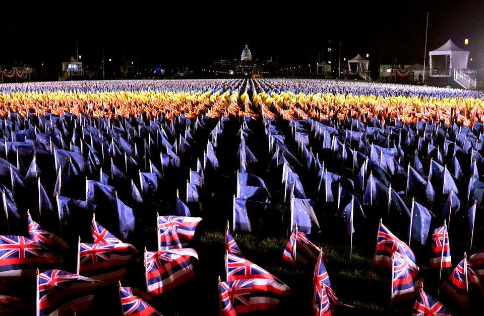 Το «Πεδίο με τις Σημαίες»καλύπτουν...