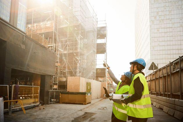 Una strategia per far rinascere i settori dell'edilizia in