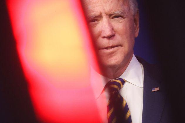 Quota 100 sui vaccini. Il piano monstre di Biden contro Covid