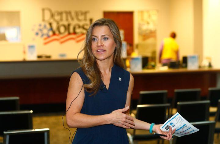 Amber McReynolds, qui milite pour le vote par correspondance, fait l'objet d'attaques sur internet depuis que Donald Trump alimente le discours complotiste sur la fraude électorale (AP Photo/David Zalubowski)