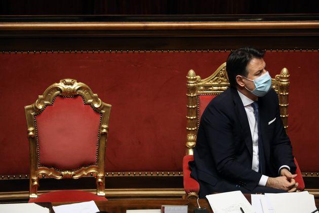 Crisi di Governo, Conte ottiene la fiducia con 156 sì ma senza maggioranza