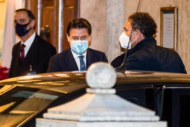 Il presidente del Consiglio Giuseppe Conte lascia il Senato al termine del voto di fiducia, Roma 19 Gennaio...