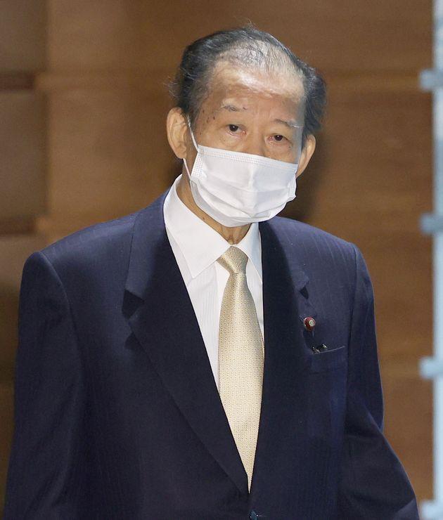 政府・与党連絡会議に出席した自民党の二階俊博幹事長=1月12日、首相官邸