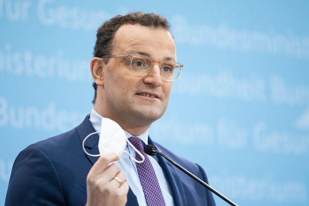 El ministro alemán Jens Spahn, cuna mascarilla FPP2 en la