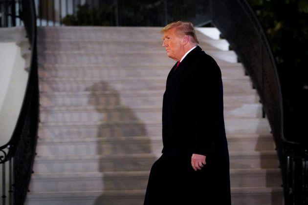 Ο Τραμπ φεύγει. Ο