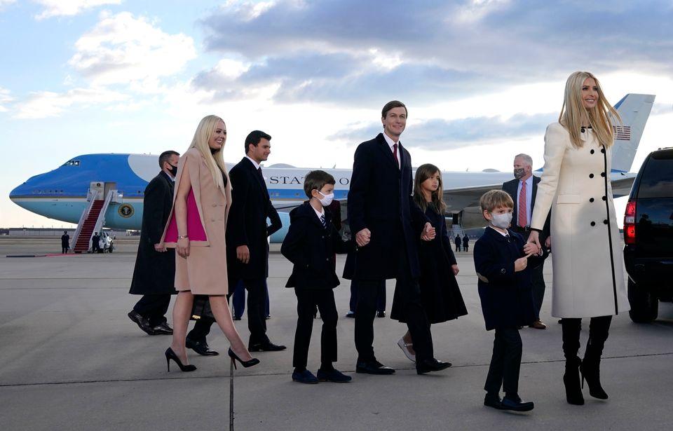 Η οικογένεια Τραμπ εν...