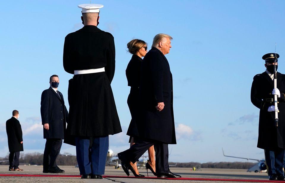 Το ζεύγος Τραμπ περπάτησε...