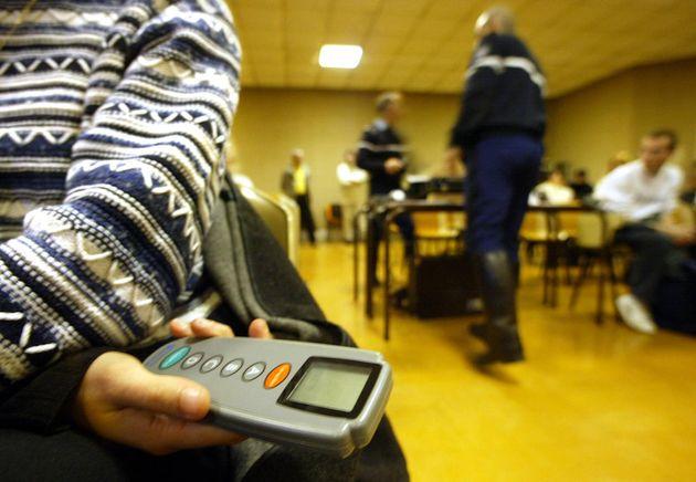 L'examen du code de laroute sous la surveillance de gendarmes, le 25 novembre