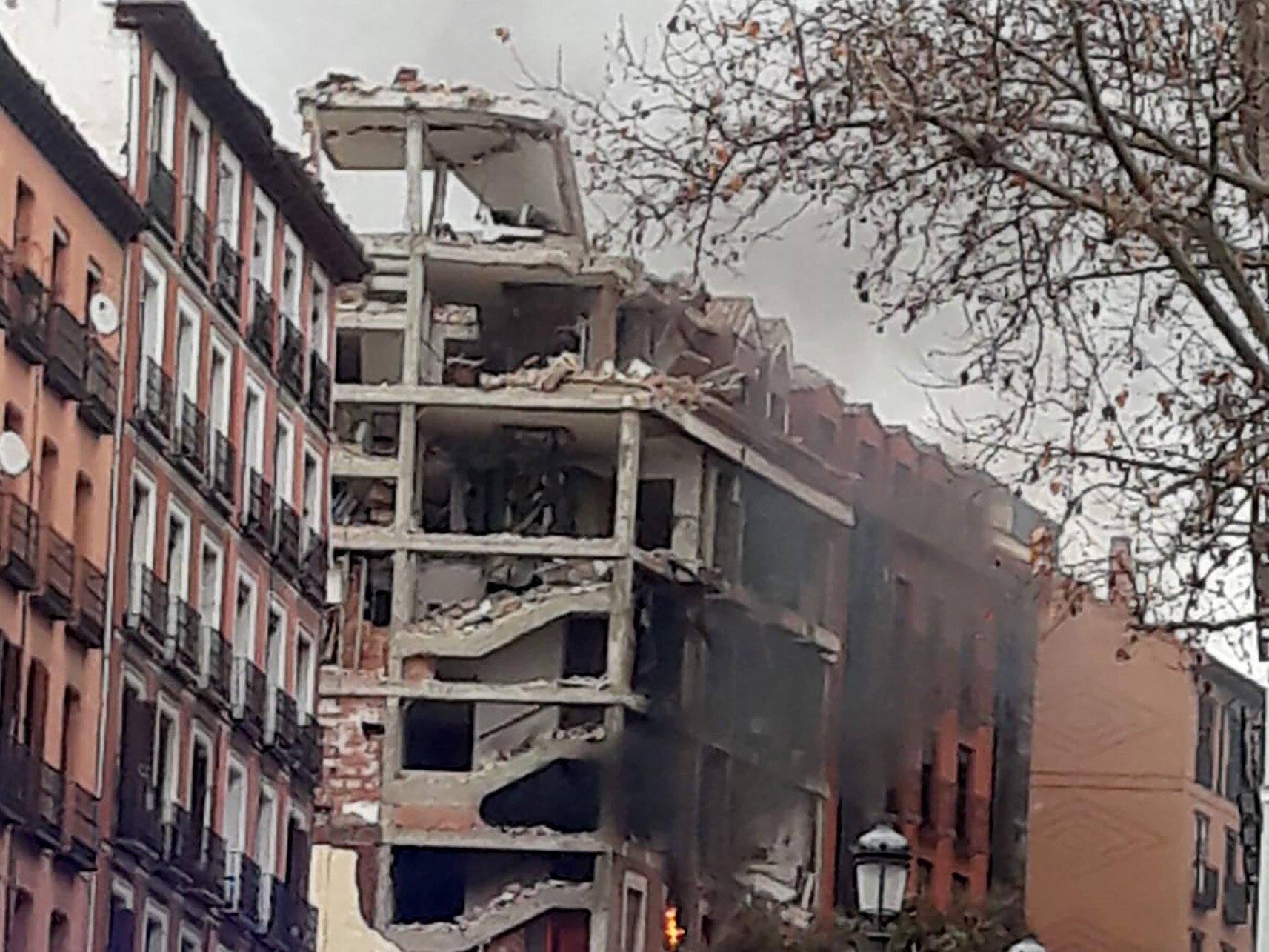 Las imágenes de la gran explosión que ha destrozado un edificio en el centro de Madrid