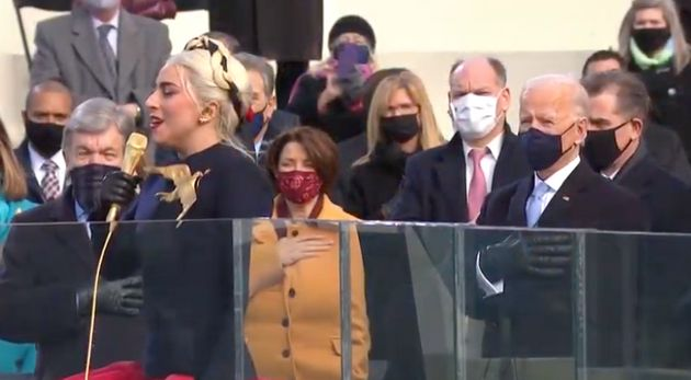 Lady Gaga canta el himno