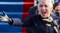 Tutti in piedi per l'inno americano di Lady Gaga. Esibizione da brividi (col microfono
