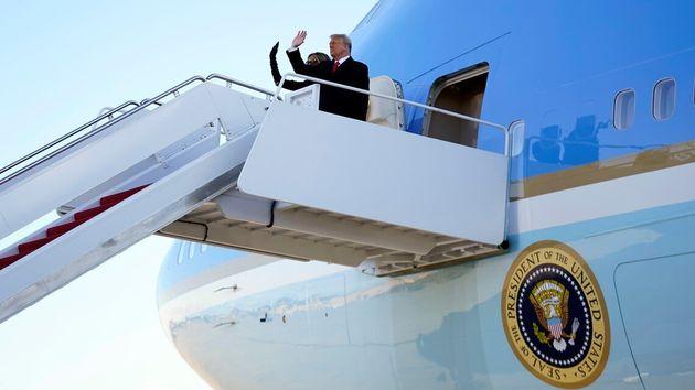 백악관을 떠나는 트럼프와 멜라니