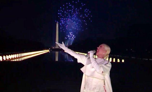 «Celebrating America» με σόου πυροτεχνημάτων, Τομ Χανκς, Σπρίνγκστιν και Κέιτι