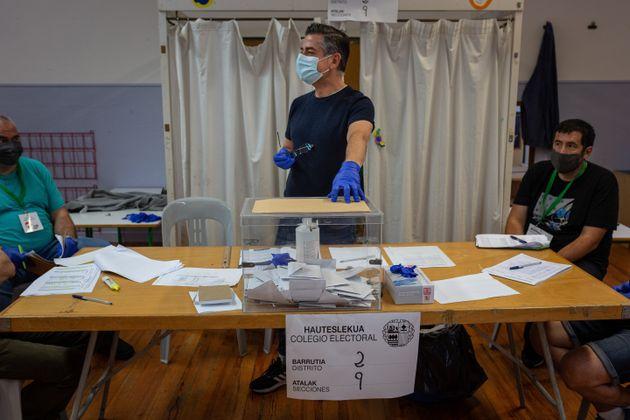 Mesa electora en el País