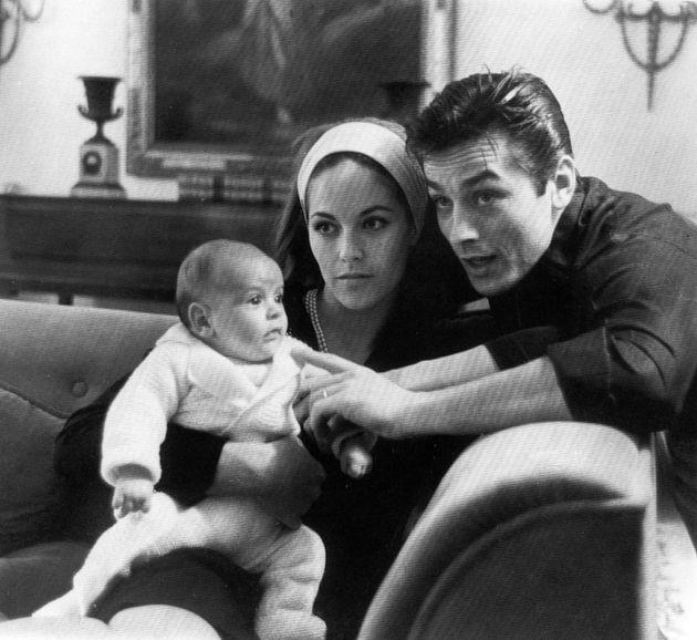 Με των δύο μηνών γιος του, Άντονι, το 1964