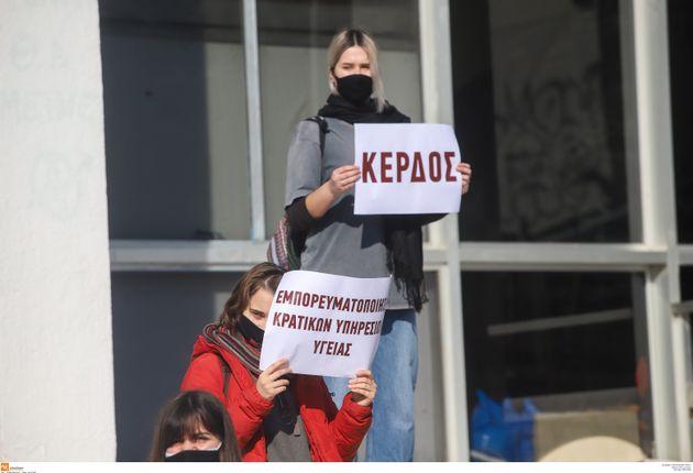 ΑΠΘ: Σιωπηρή διαμαρτυρία φοιτητριών για σεξουαλικές