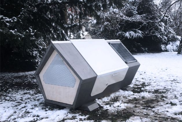 Une des deux capsules futuristes installée à