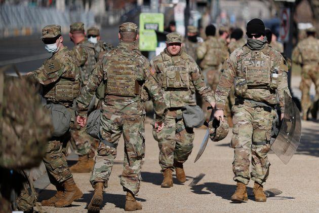 Des troupes de la Garde nationale en train de patrouiller avant l'investiture de Joe Biden, le 21 janvier...