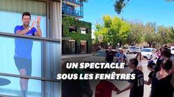 Les fans de Djokovic font le show sous son balcon pendant sa