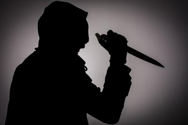 대림동에서 중국 동포가 칼부림을 벌여 중년 남녀 2명이 숨졌다. 경찰은 도망친 용의자를 추적